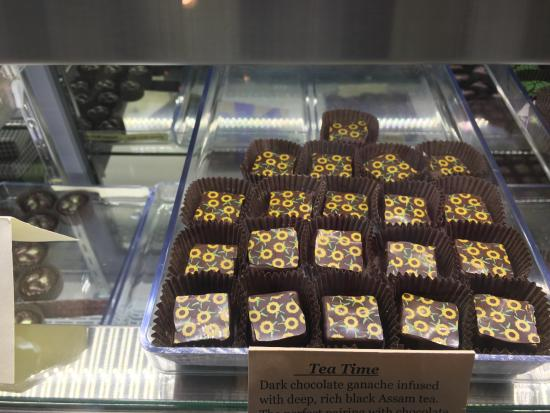 Lake Placid Chocolatier: So beautiful that you don't want to ruin it!