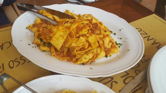 Montespertoli, Italy: Pappardelle  al sugo di cinta