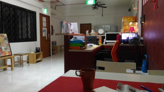 GUSTI Bed & Breakfast Singapore: Ресепшн