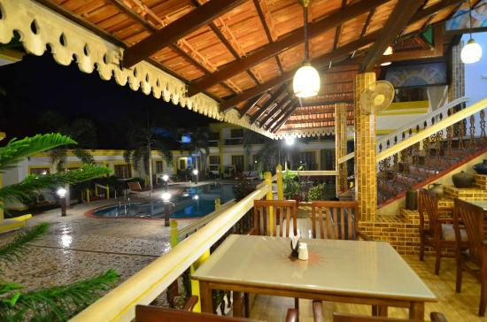 Anjuna, Hindistan: Casual Dining by the Pool
