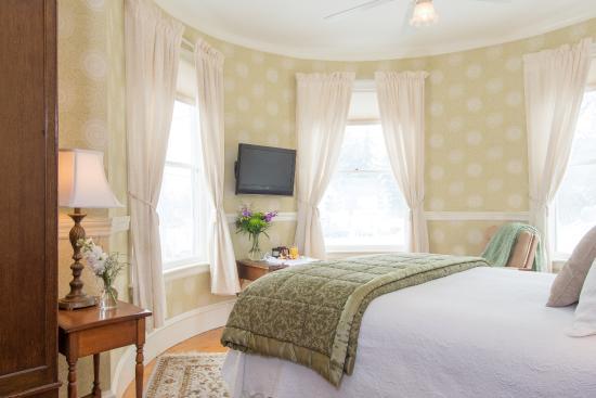 Swift House Inn: Turret Room