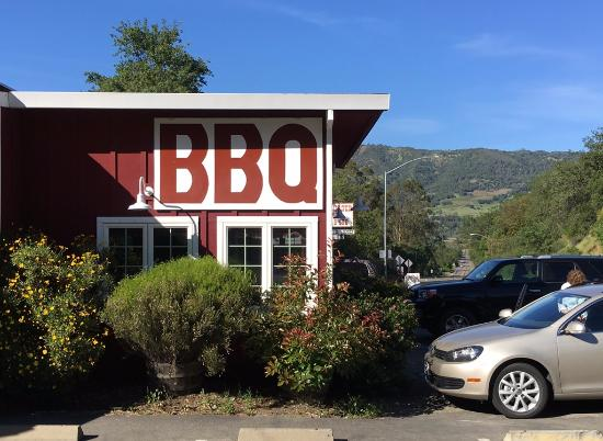 """Cloverdale, CA: Cannot miss the """"BBQ"""" sign on the exterior of the restaurant"""