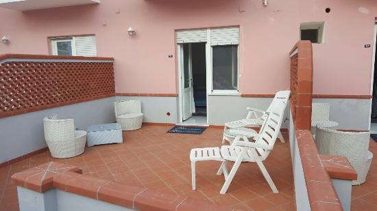 Hotel Guarracino : Posto super carino, comodo sia per il porto o il mare sia per le uscite serali.