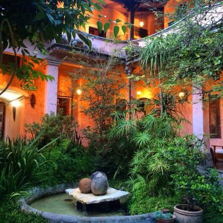 La Casa Rosada: Courtyard