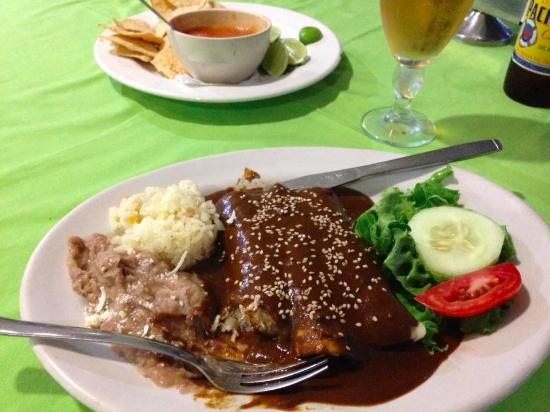 Guamuchil, المكسيك: enchiladas mole at the York Hotel restaurant