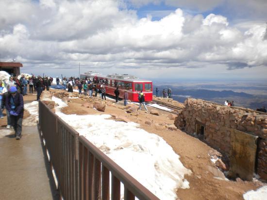 มานิโตสปริงส์, โคโลราโด: Cog at top of Pikes Peak