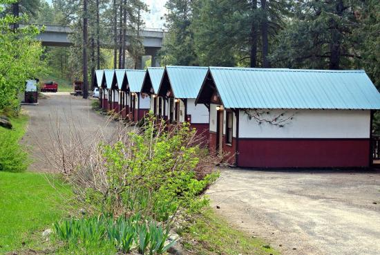 Bindlestiff 39 s riverside cabins updated 2017 prices for Bindlestiff s riverside cabins leavenworth wa