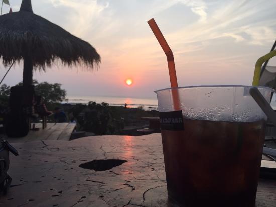 Koala bar restaurant: Sunset and Sangsom