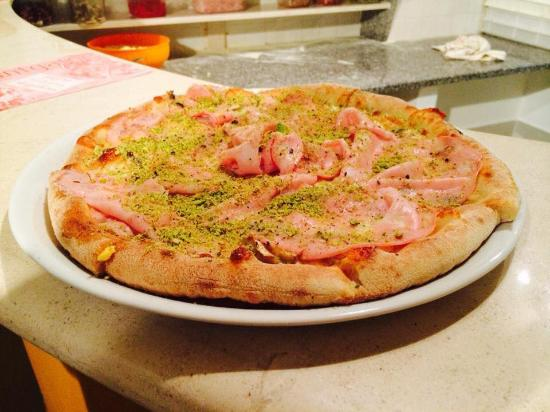 Barcellona Pozzo di Gotto, Italia: Pizza Gustosa