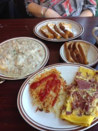 Painesville, OH: Biscuits & gravy, french toast, corned beef omelet