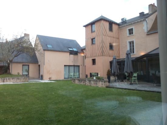 Hotel Le Saint Aubin: vue de l'arrière de l'hotel