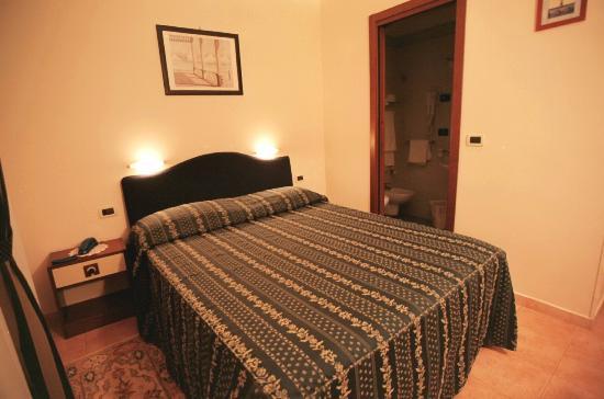 Bagni Pescetto : Hotel pescetto camera n. 16 foto di hotel pescetto albenga
