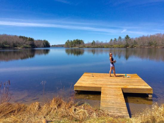 Pocono Pines, Πενσυλβάνια: Fishing on dock