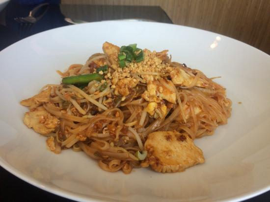 Thai House: Pad Thai chicken.