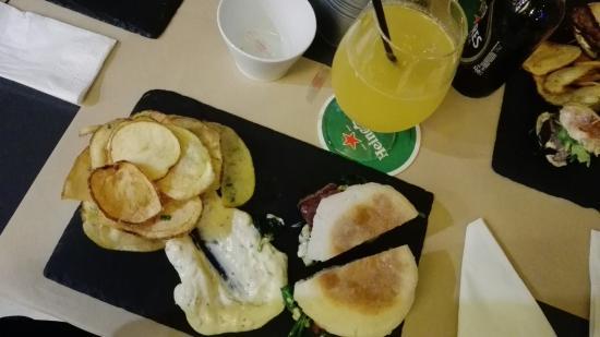 Boa carne e batatas deliciosas funcion rios simp ticos e com conhecimento sobre os pratos que s - Casa dos cregos ...