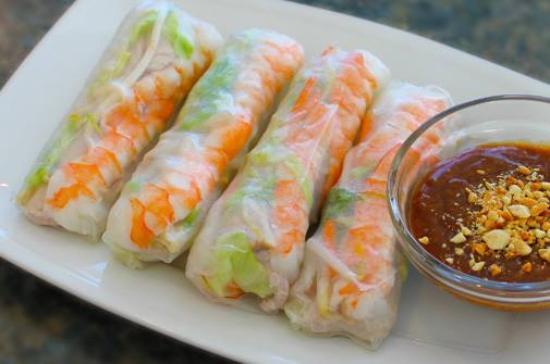 Stony Plain, Canadá: 2. Shrimp & Pork Salad Rolls (4) Pork, shrimp, lettuce, bean sprouts & vermicelli