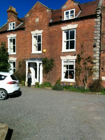 Bayston Hill, UK: Welcoming look to this B&B and lovely country views from the rooms.