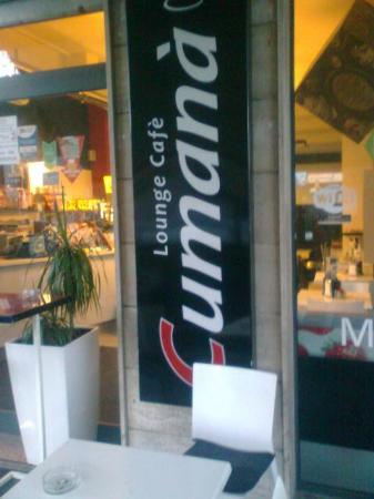 Cumanà Lounge Cafè: esterno e logo del locale