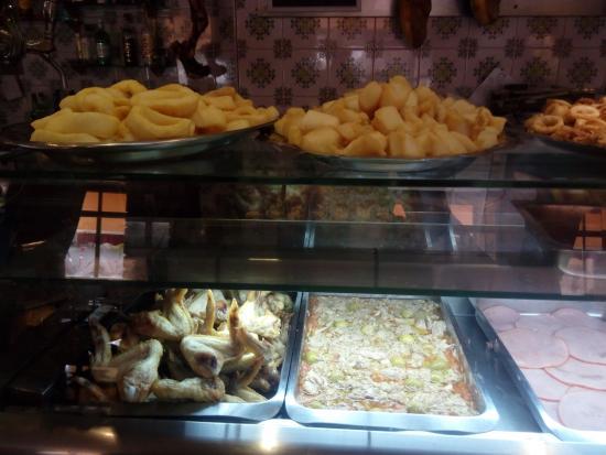 Sedavi, Spanien: Muestrario para quitar el hambre.