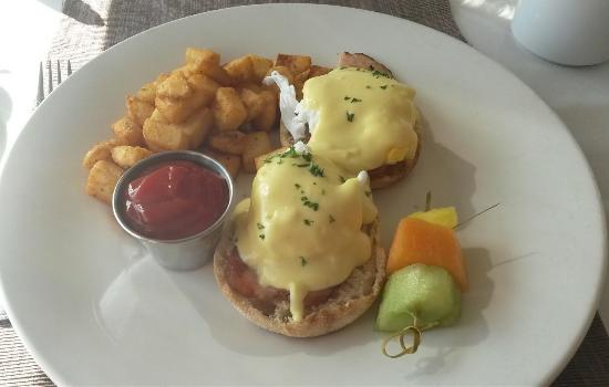 ‪‪Western Shore‬, كندا: Eggs benedict at Oak Island Resort‬
