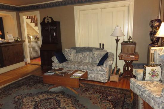 Bethel, ME: Living room area to use during your stay