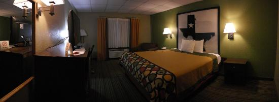 Super 8 Gainesville TX: Loved the colors and decor, felt odd to be under drop ceiling