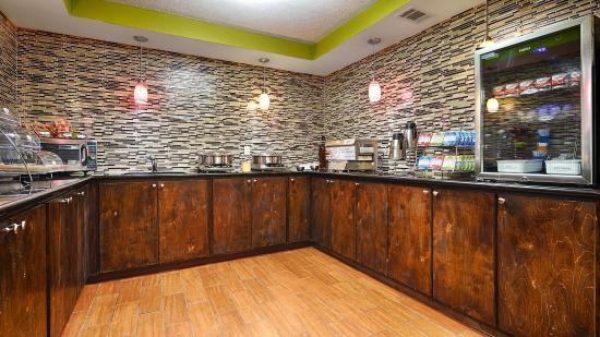 Canton, MS: Breakfast Area