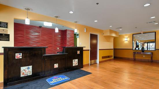BEST WESTERN Canton Inn: Front Desk