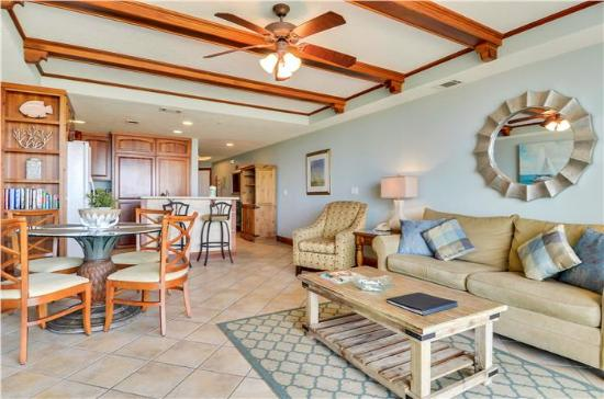 Beachside Colony Resort: One Bedroom Condo with Large Living and Dining Area