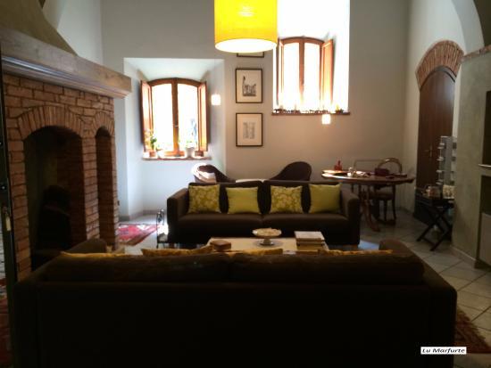 Sala de estar do Albergo Duomo, em Montepulciano, Itália - Picture ...