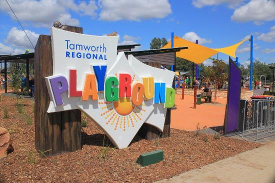 ‪Tamworth Regional Playground‬