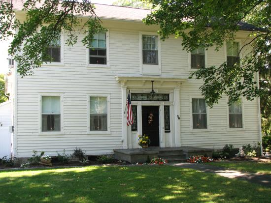 VanCleef Homestead: Front view of B&B