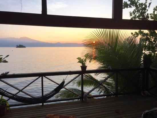"""Gizo, جزر سليمان: Huge grilled crayfish and great sunrise from chalet """"Mara"""""""