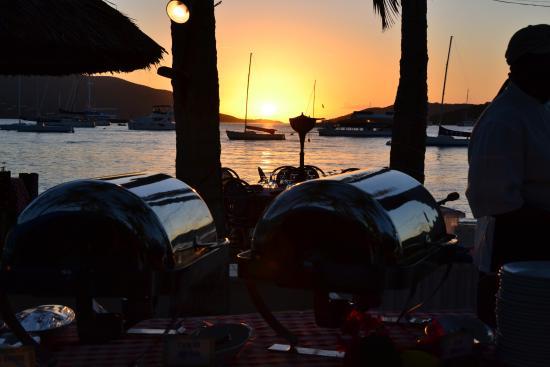 North Sound, Virgen Gorda: Beach BBQ with Sunset. Life is good :-)