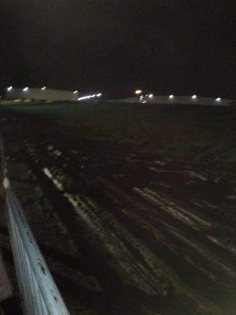 Tortuguitas, الأرجنتين: Estacionamiento Directv Arena 150 mts de barro!
