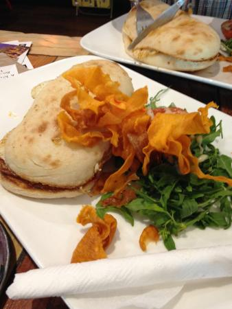 Emu Plains, Australia: Bacon and egg roll with trimmings - great value!
