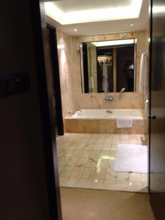 wonderful large kohler bath marble floor and walls clean bathroom rh tripadvisor com