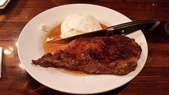 Bartonsville, Pensylwania: 11oz Rib Eye Steak and Mash Potatoes....mmmm