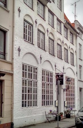 Schlumacher`s: Vacker byggnad för restaurang.