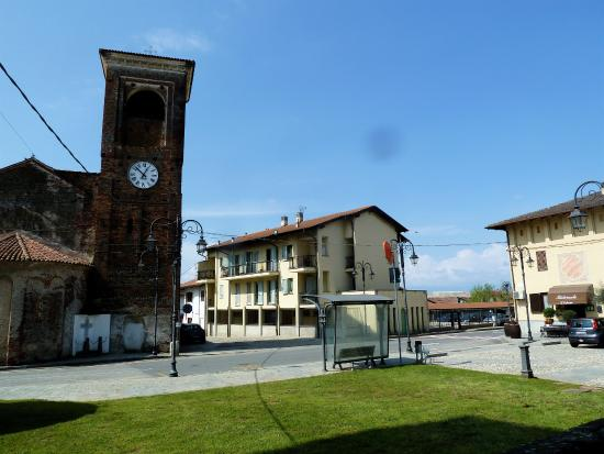 Balocco, Italia: Panoramica con chiiesa