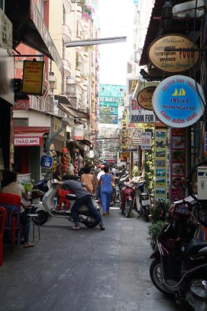 Hotel Yen Trang 2: The alley