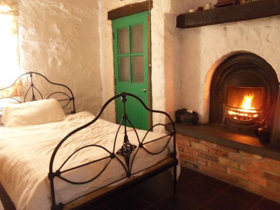 Castlewellan, UK: open fire in bedroo