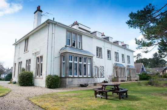 Invernairne Hotel: The gardens