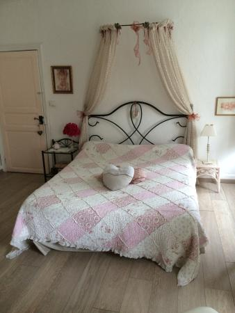 Alzonne, France : Chambre rosine