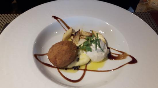 Chez Flo : Purée légère aux truffes et asperges snackées et oeuf pané