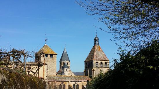 La Grange des Moines: L Abbaye sur fond de ciel bleu azur
