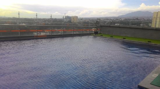 tempat bersantai di area kolam renang picture of harris