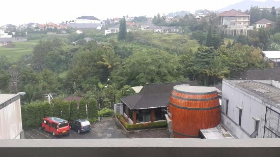 Bilique Hotel by LARIZ: View dari balkon