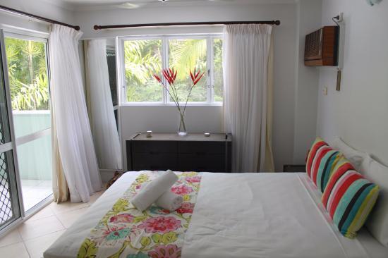 The Port Douglas Outrigger: bedroom