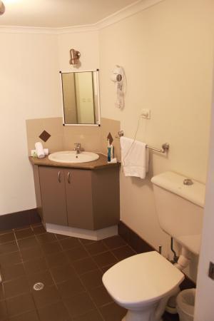 The Port Douglas Outrigger: bathroom